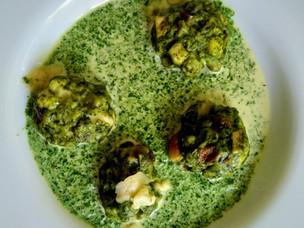 Spinat- oder Gemüsegrünknödel / Boulettes aux épinards (ou aux fanes)