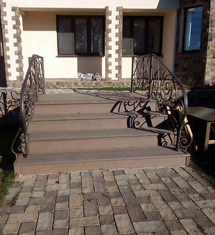 Укладка брусчатки и уличная лестница в частном доме