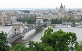 А теперь еще проекты в центре столицы Венгрии! Вперед, Юля!