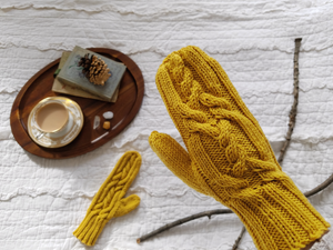 Crossed Paths Merino Mittens | Grey's Posy