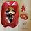 Thumbnail: Ravier ondulé rouge décor biscuits.