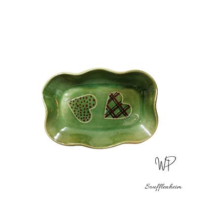 Ravier ondulé vert décor coeur.