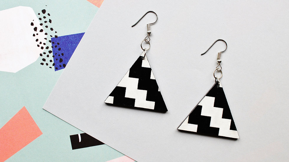 Zigzag Pattern Triangle Earrings