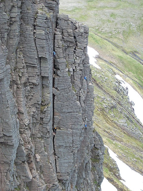 The Northern Corries Multi-Pitch Climbing Experience