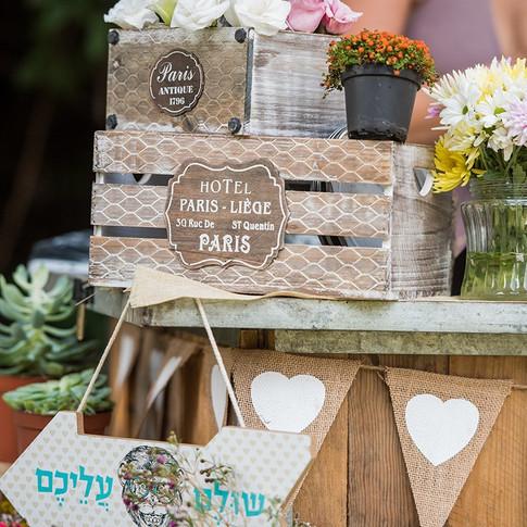 עמדת פרחים לחתונה
