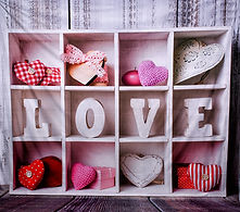 valentine_backgrond_Love_shelf_cny_portr