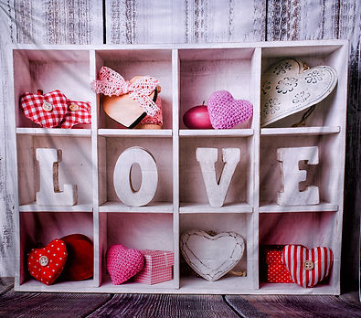 valentine_backgrond_Love_shelf_cny_portr