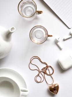 cups-earphone-flatlay-860009.jpg
