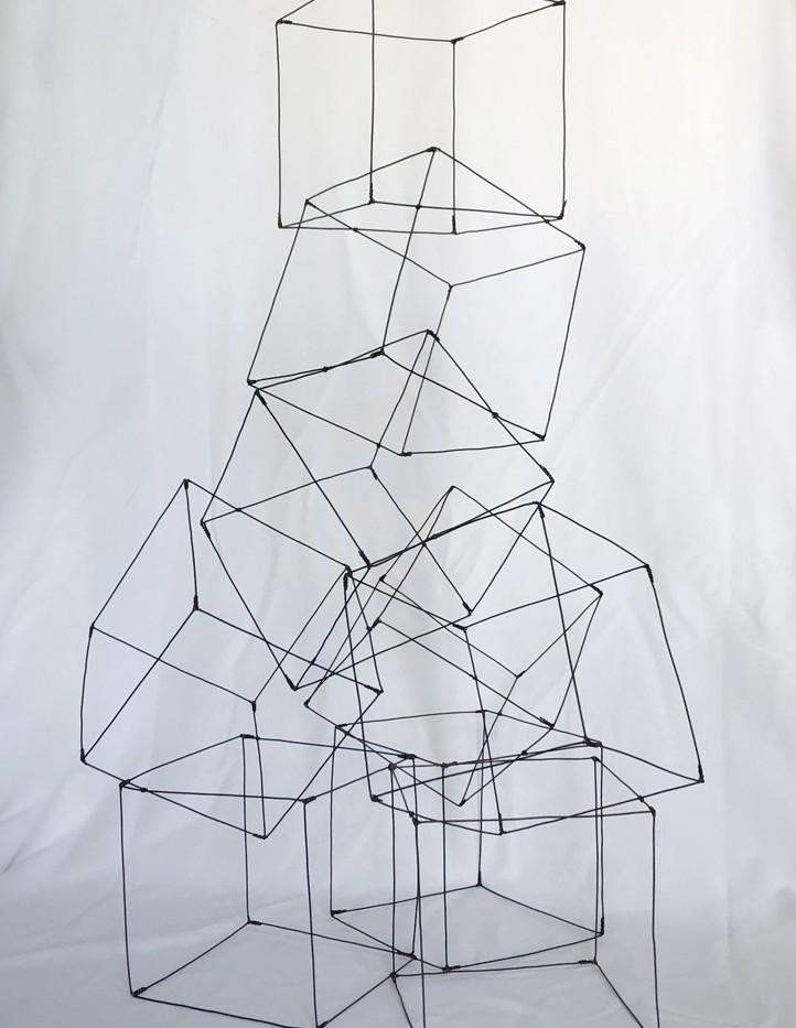 Cubes 2   Fil de fer recuit 1,2 mm. Cubes 15X15 cm. H 70. L 43. P 40. Prix 180 €