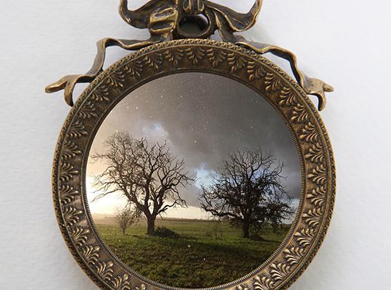 1 -  Paysage  Photographie format 5,7 cm de diamètre  dans un cadre en bronze format 9,3 x 7,5 cm Tirage n°3/5 tous formats confondus  réservé