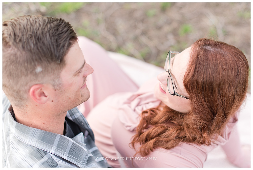 pink-maternity-gown-outdoor-pictures-barn-couple-outfit