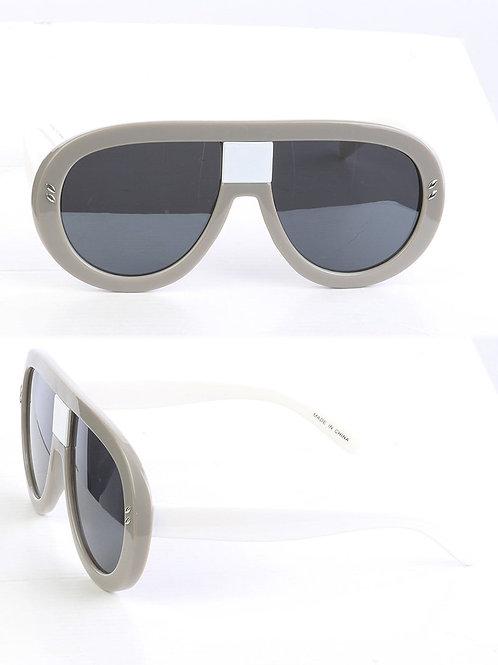 Curved & Chic Aviator Gray Sunglasses