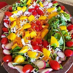 Travessa de salada bem colorida.jpeg