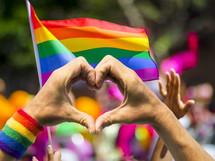 MANIFESTATIONS POUR SOUTENIR LA COMMUNAUTE LGBTI + : SOUTIEN DU LOVE SHOP BY LOVING !
