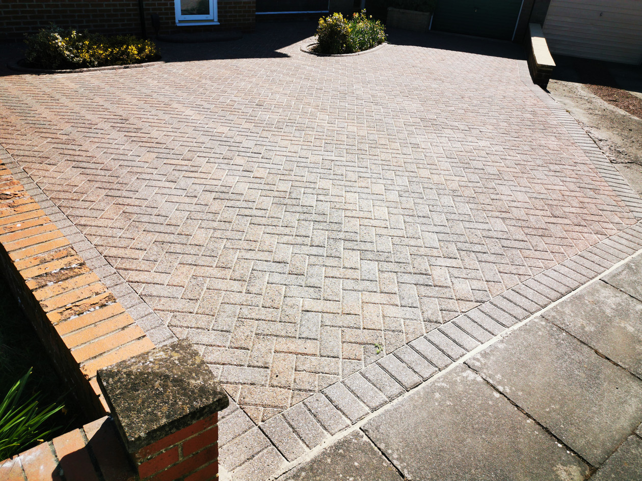 Block Paving - Driveway Clean - Pressure Wash, Softwash and re-sand