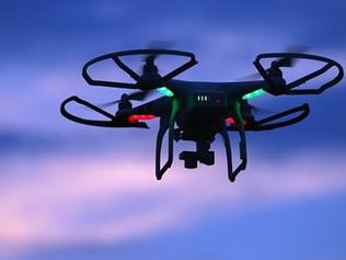 """""""Drone pandémico"""" pode detetar sintomas do vírus por entre uma multidão"""