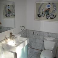 ML Marble Bath Ensuite 2nd Floor Queen I
