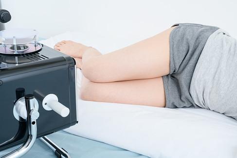 側臥位にて膝の照射