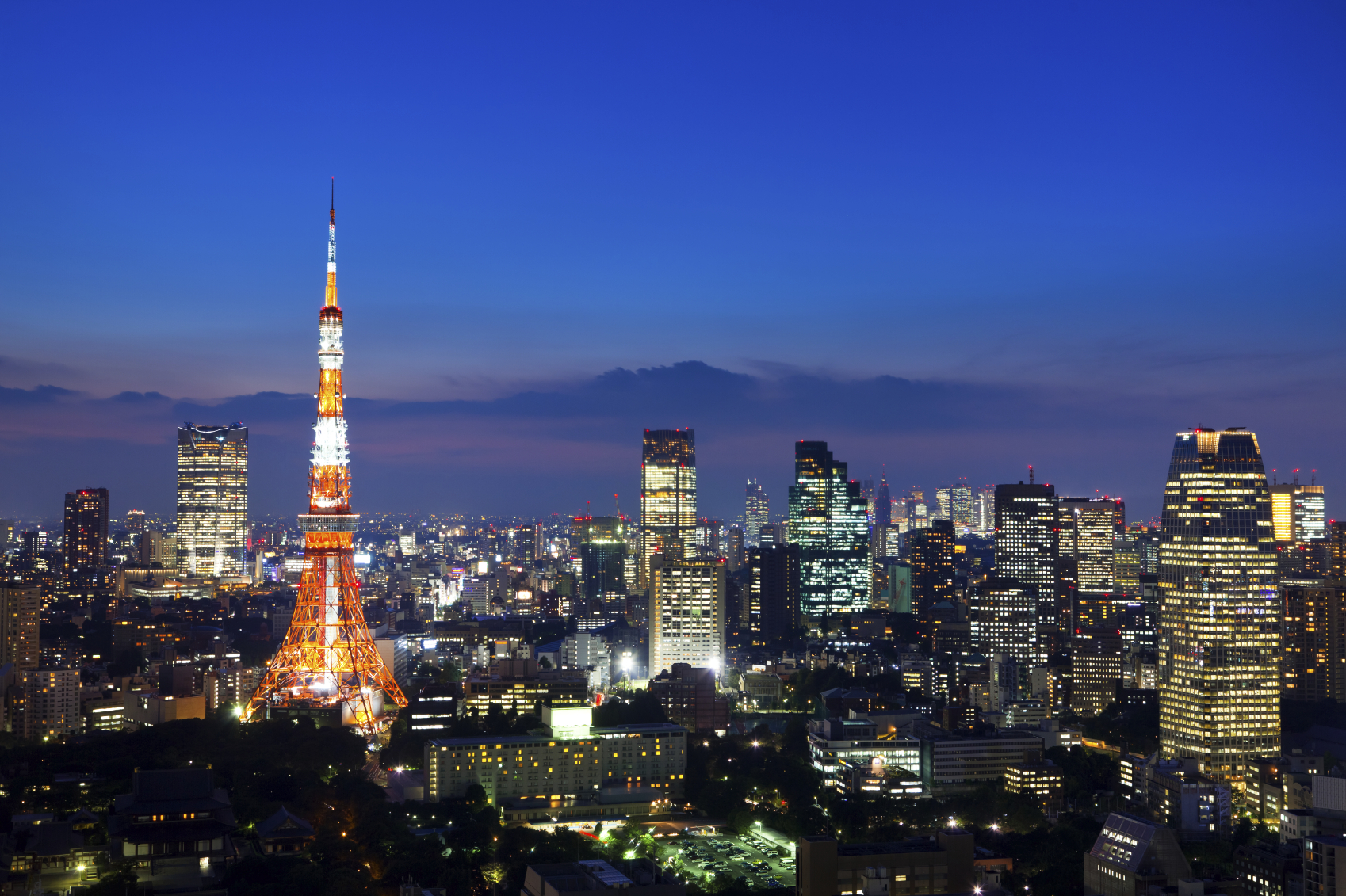 Tokyo-Tower-and-Tokyo-Skyline-at-night