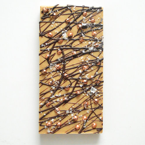 handmade, artisant, luxuary caramelised white chocolate bar with crispy biscuit pearls and dark chocolate made in London
