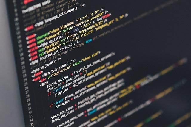 Códigos de programação no computador