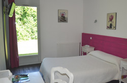 chambre confort fuschia blanc