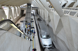 TGV_Paris-Milan_en_gare_de_Lyon_Saint-Exupéry