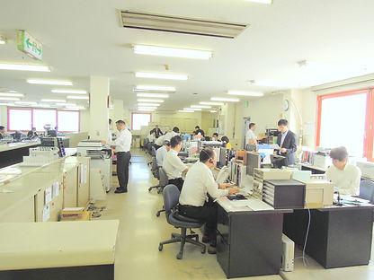 事務所カウンター2.jpg