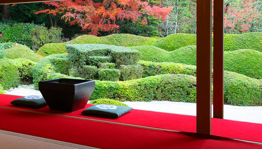 日本庭園と火鉢