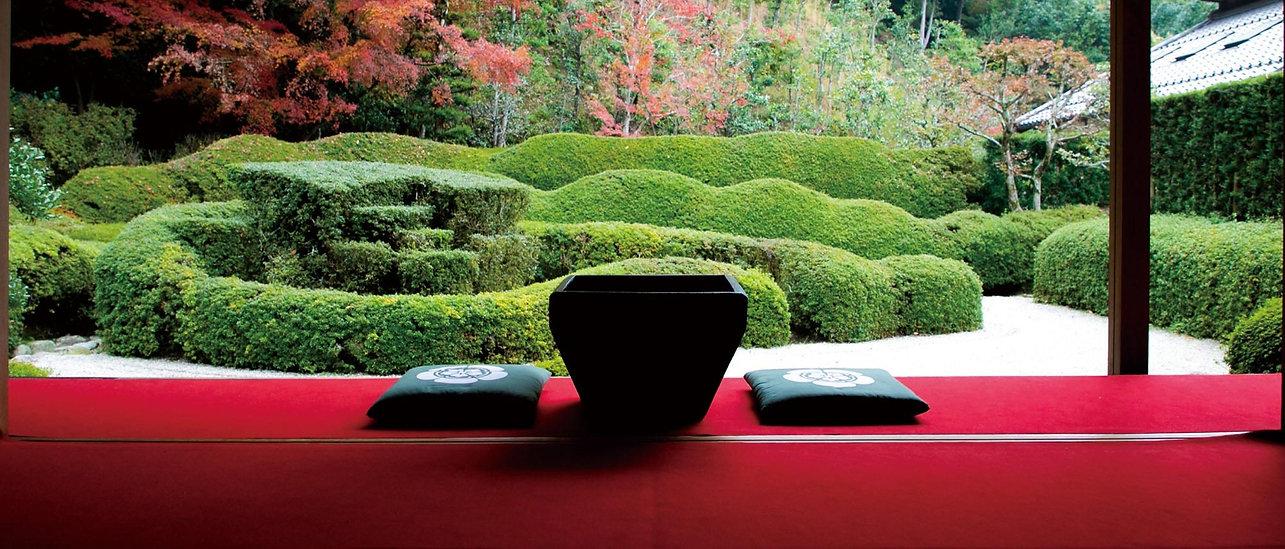 火鉢と日本庭園