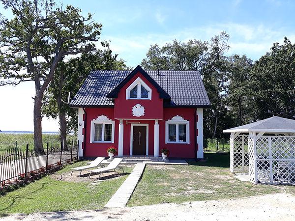 Ferienhaus Seeblick - Ganzjähriges, neu erbautes Ferienhaus für  10 Personen und max. 5 Hunden mit Wasserzugang in malerisch gelegenen Stadt Nowe Warpno zwischen Stettiner Haff und Ückermünder Heide (Grace und Jan Lukasiak).
