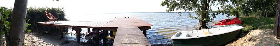 Eigener Strand mit grossem Steg am Neuwarper See, Nähe Stettiner Haff. Ruderboot, Kajaks und Trettboote zur freien Verfügung unserer Gäste.