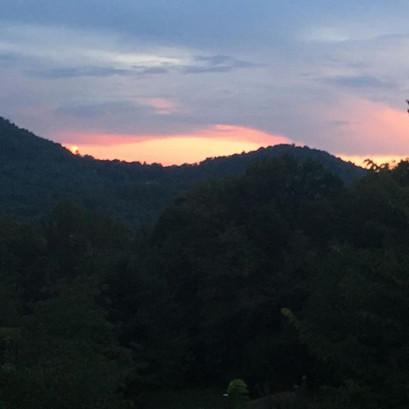 Sunsets at the tiny farm. #elopeinashevi