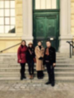 Terapivandringar med Carl Fredrik Holtermann. På bilden bland annat Alexandra von Schwerin, Sara Danius och Carl Fredrik Holtermann. Foto Thérèse Kärrman