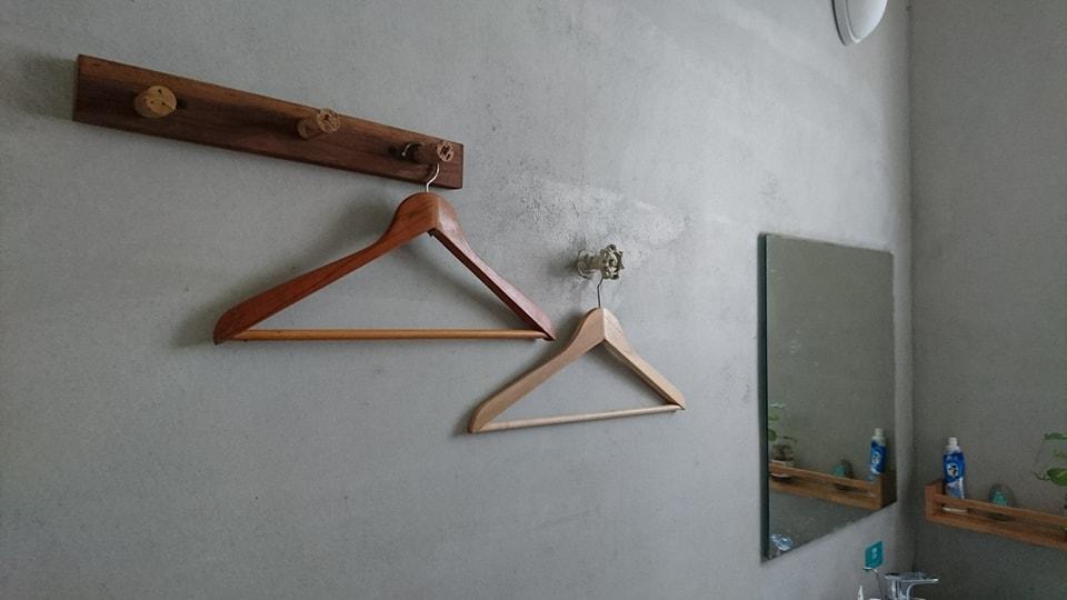 Big room- Mirror & Hanger