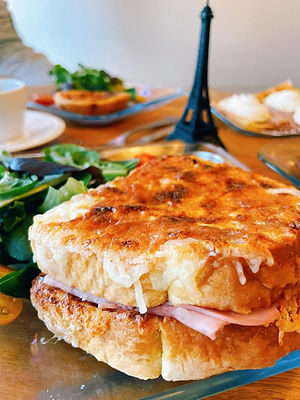 A  traditional French croque monsieur