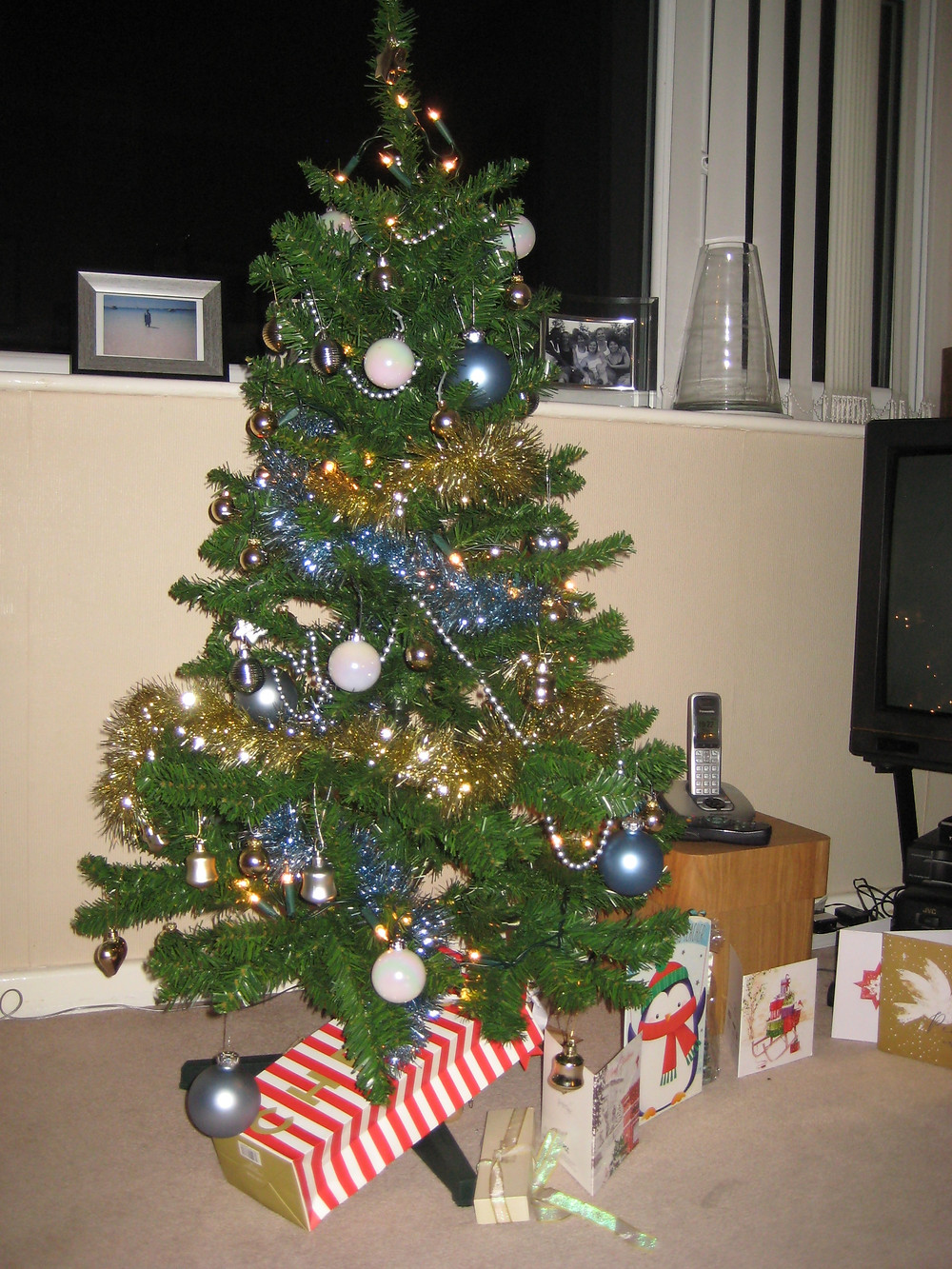 Decorated Christmas Tree - Learn Christmas Vocabulary with  HL Tutoring Services