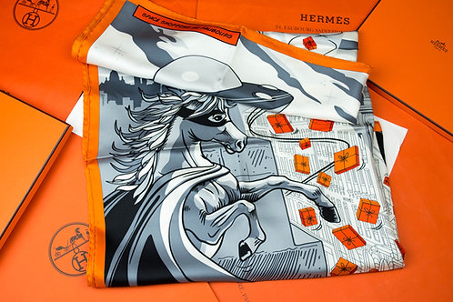 Hermes Carre 90 Space Shopping au Faubourg