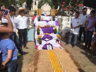 Participa Instituto José Martí con sus altares de muertos en Colima