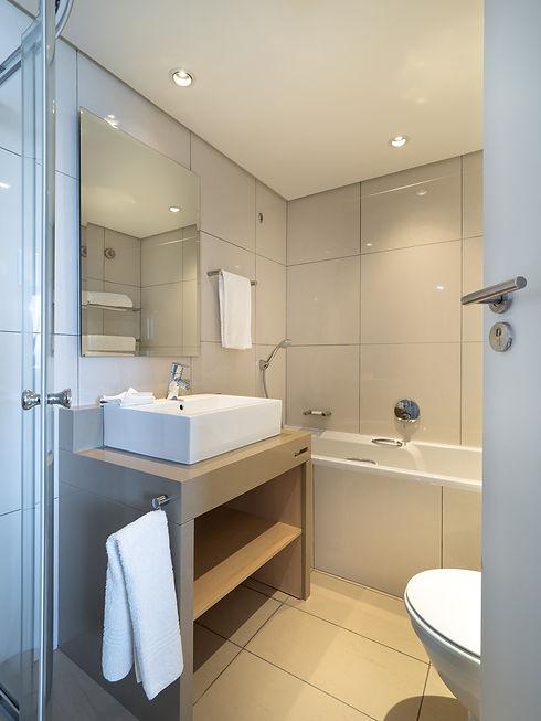 hotel-bathroom-3683837_1920.jpg