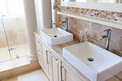 bathroom-1371961__480.jpg