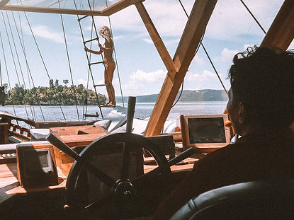 The wanderlovers calico jack luxury scubadive liveaboard raja ampat indonesia sorong west papua ladder viewpoint