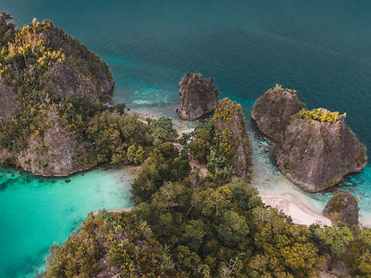 The wanderlovers calico jack luxury scubadive liveaboard raja ampat indonesia sorong west papua pianemo view point drone