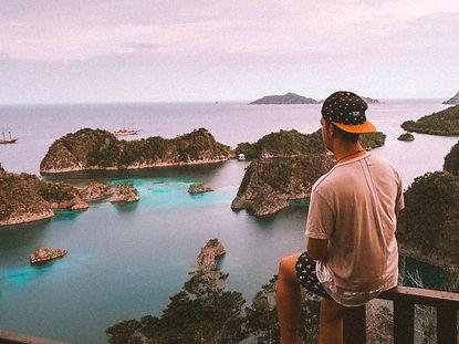 The wanderlovers calico jack luxury scubadive liveaboard raja ampat indonesia sorong west papua pianemo view point