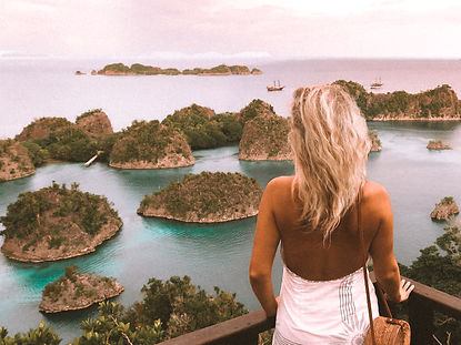 The wanderlovers calico jack luxury scubadive liveaboard raja ampat indonesia sorong west papua pianemo viewpoint