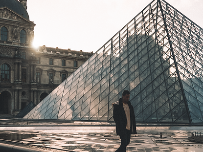 The wanderlovers le louvre museum mona lisa paris eurostar sunset