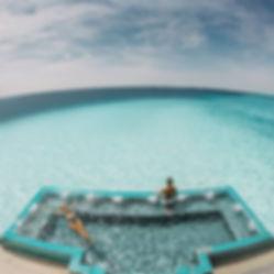 The Wanderlovers Velassaru Resort maldiv drone shot sandbar luxury private island inocean water villas