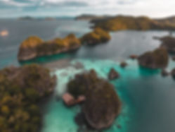 The wanderlovers drone calico jack luxury scubadive liveaboard raja ampat indonesia sorong west papua Pianemo View point
