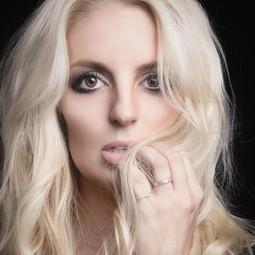 Britney Spears lookalike doble double