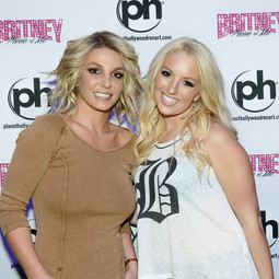 Britney Spears meets her double in Las Vegas